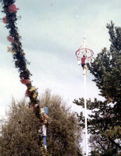1970 : grimpeur au haut du mât des Arènes de Cimiez